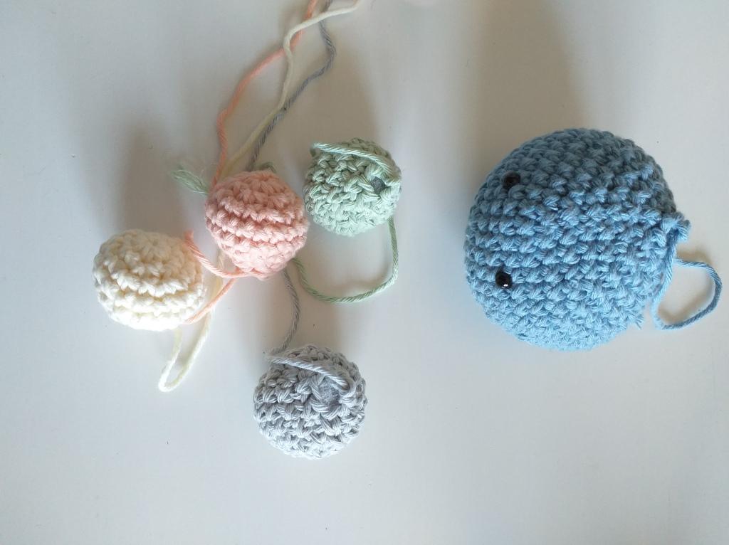Crochet spheres/atoms made.